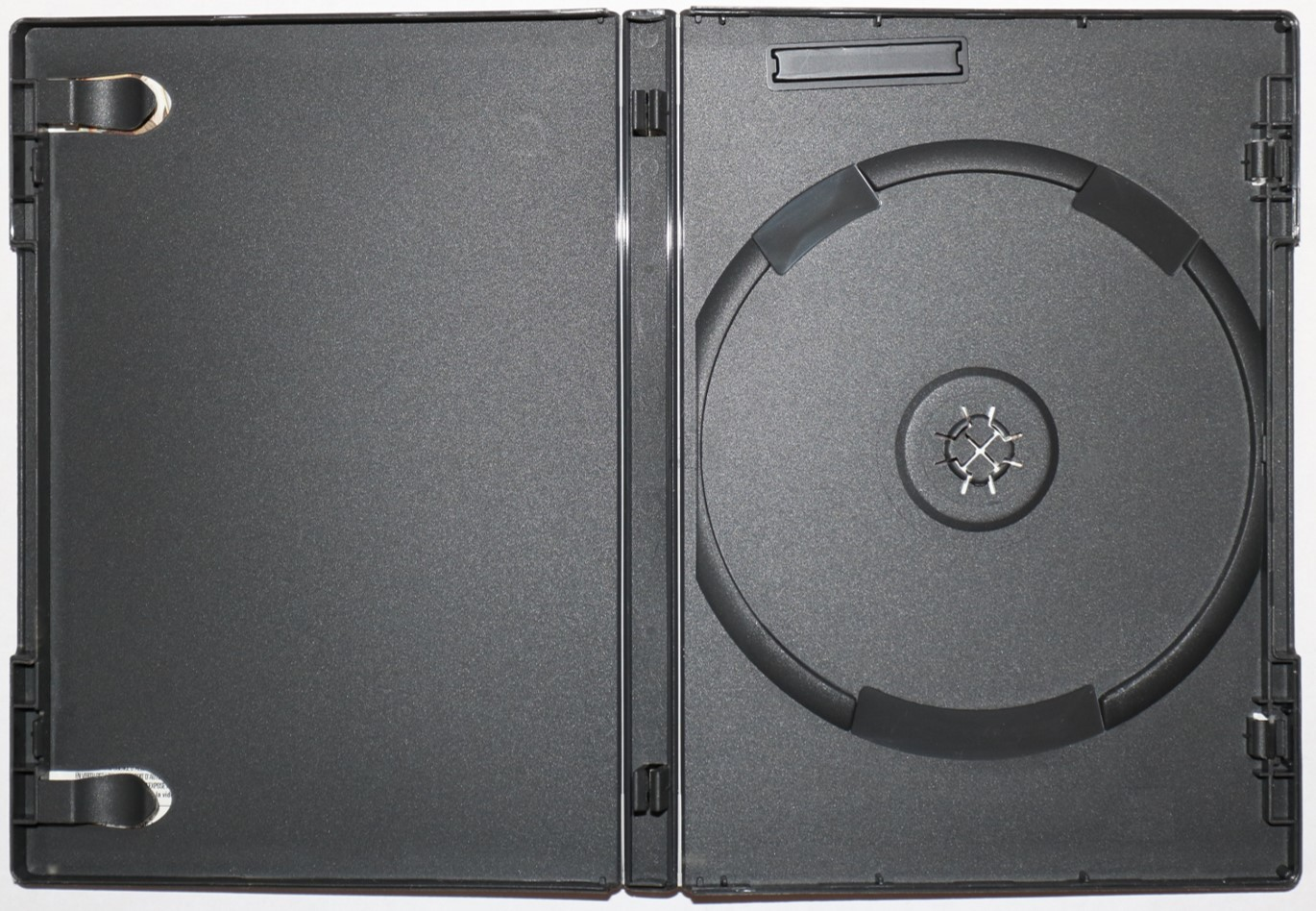 An Amaray case for storing DVDs and Blu-ray movie discs. The case is a one-piece construction, same thickness as a standard jewel case, and made out of polypropylene, making the case less brittle.