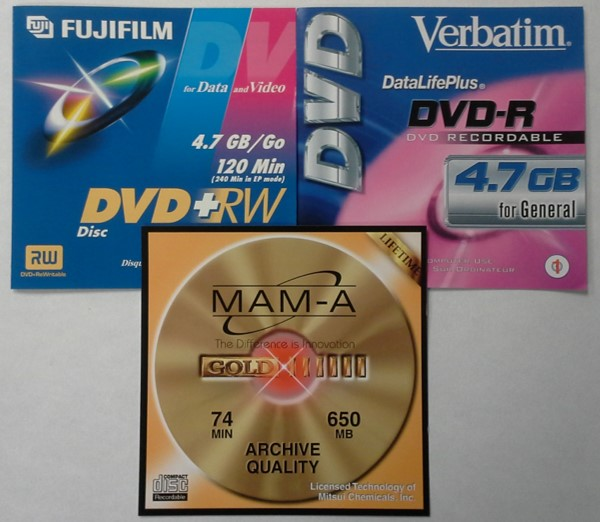 Liner notes or manufacturers literature or promotional inserts found in the top part of DVD-R, DVD+RW and MAM-A CD-R, jewel cases.