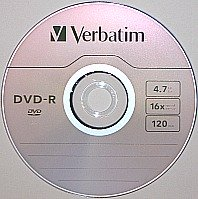DVD-R or recordable DVD optical disc format. This is a single layer disc with 4.7 GB, 16x maximum recording speed, and manufactured by Verbatim.